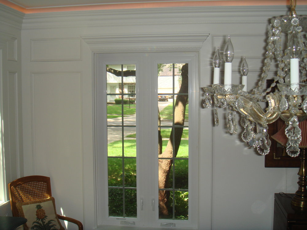 AFTER-molding visually lengthens and widens the window