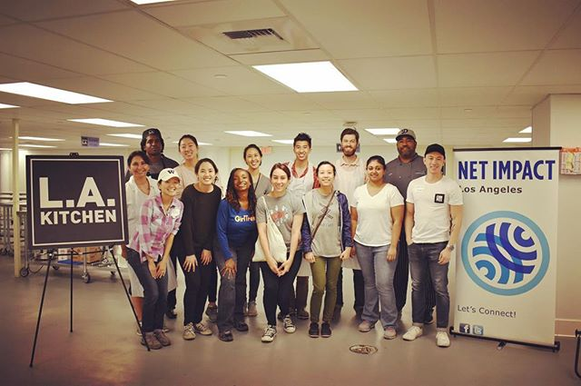We had a blast volunteering for The LA Kitchen! Thanks for coming out, everyone 🍳 #netimpactla #lakitchen #socialimpact #volunteer