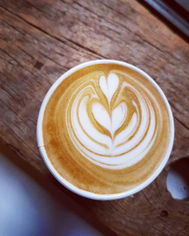 hey! like coffee ? we like making it 💪☕🌿 #doduck #doduckinn #coffee #beans #milk #latte #latteart #dibella #dibellacoffee