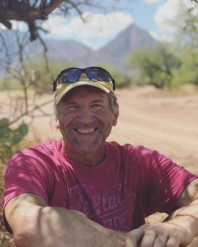 hiking with padre 🌵🌞 . . . #maderacanyon #arizona #elephanthead #hiking #hikingadventures #portrait #familia #sunshine #traveldeeper #sonorandesert #desert #southwestlife