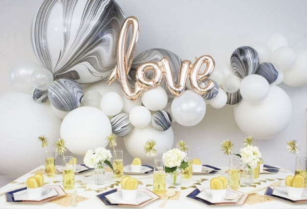 Black and White balloon garland.jpg