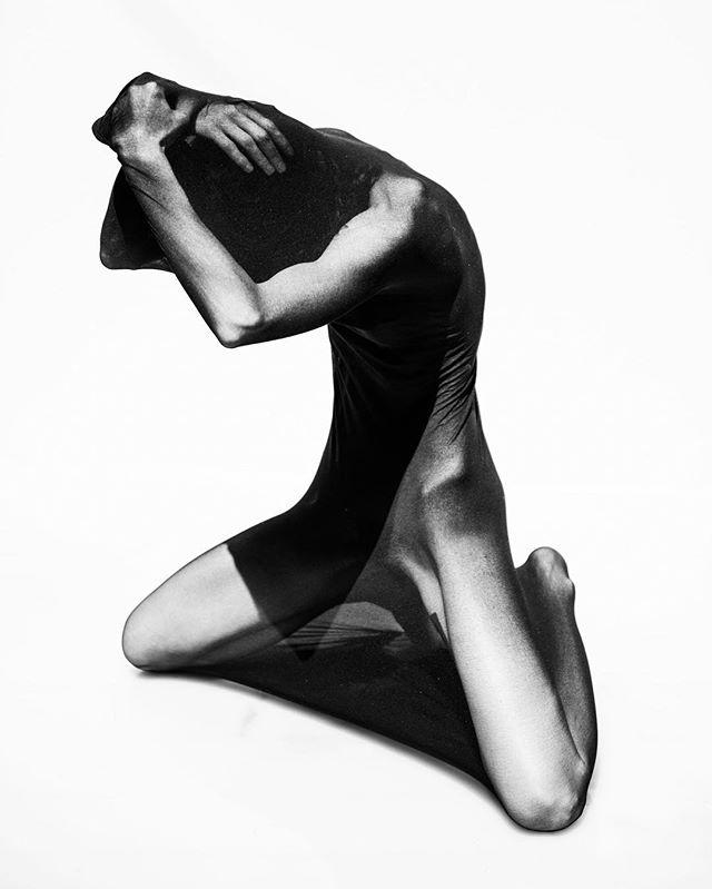 Aleks, cocoon 📸 by @_alex_freund_ . . . #alexfreund #losangeles #art #photography #abstract #bodyart