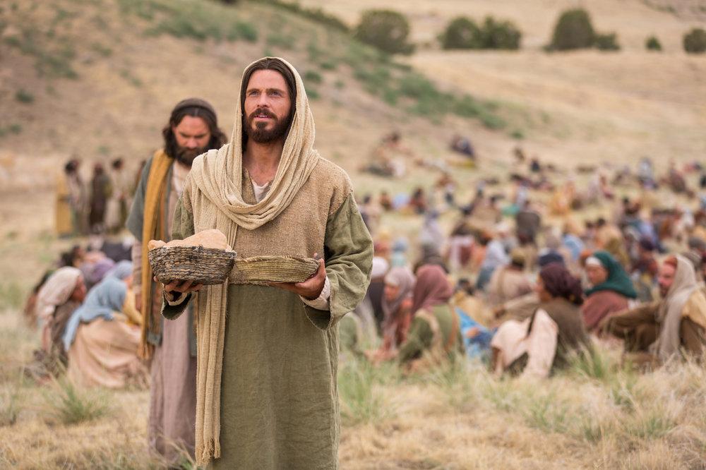 miracles-of-jesus-feeding-5000-1433376-print.jpg