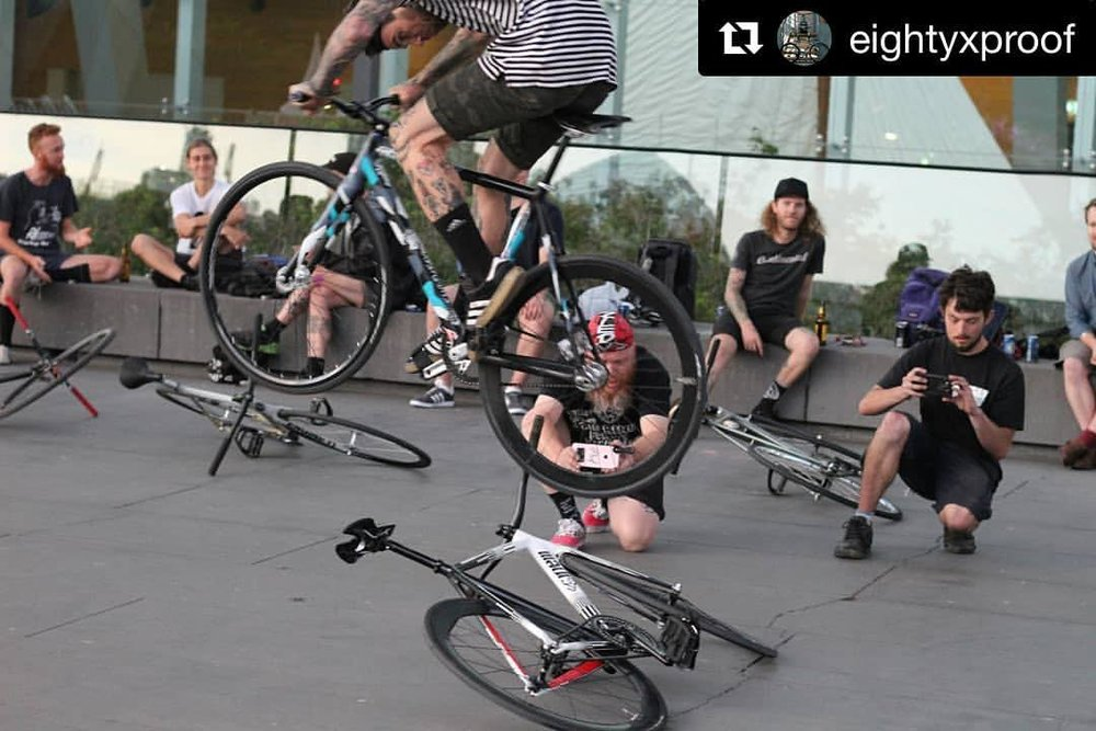 So much entertainment to be had 😜Melbourne. Straya.  #Repost @eightyxproof  ・・・ I won't lie,  I was nervous about this one 📷@fixedscum @ftwcrw  @jrifixed .  #fixed #fixie #brakeless #trackbike #fixies  #carbon #melbourn