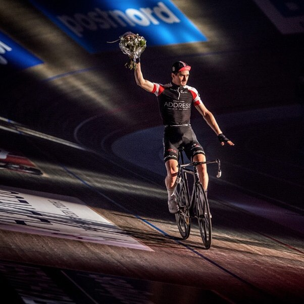 Congratulations @hestermarc on 3rd place GC at @bilka_6dages Six Day Copenhagen 🙌 Magnificent photo by @drewkaplanphotography 👌👊  Riding #bespokechainrings #stealth #oilslick #track #chainrings #sixdays #copenhagen #velodrome #r