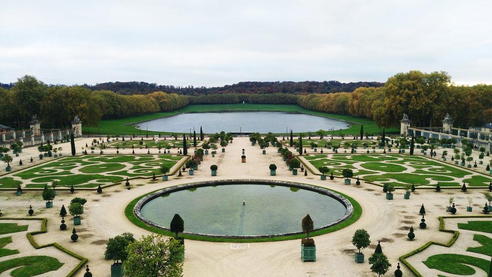 Palace of Versailles garden a.jpg