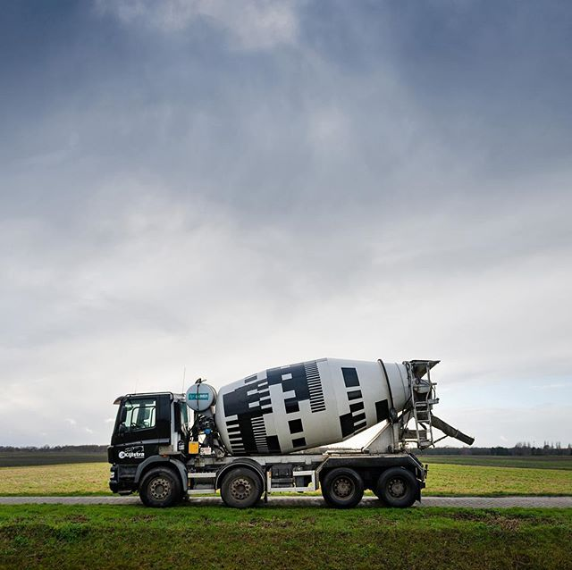 We did it! Our design and paint job for Kijlstra Betonmortel's concrete mixer. #kijlstrabetonmortel #betonmortelnederland  #novemberbravo #cementmixer #patterndesign #graphicdesign #betonmixer #trucks #vrachtwagens #daf