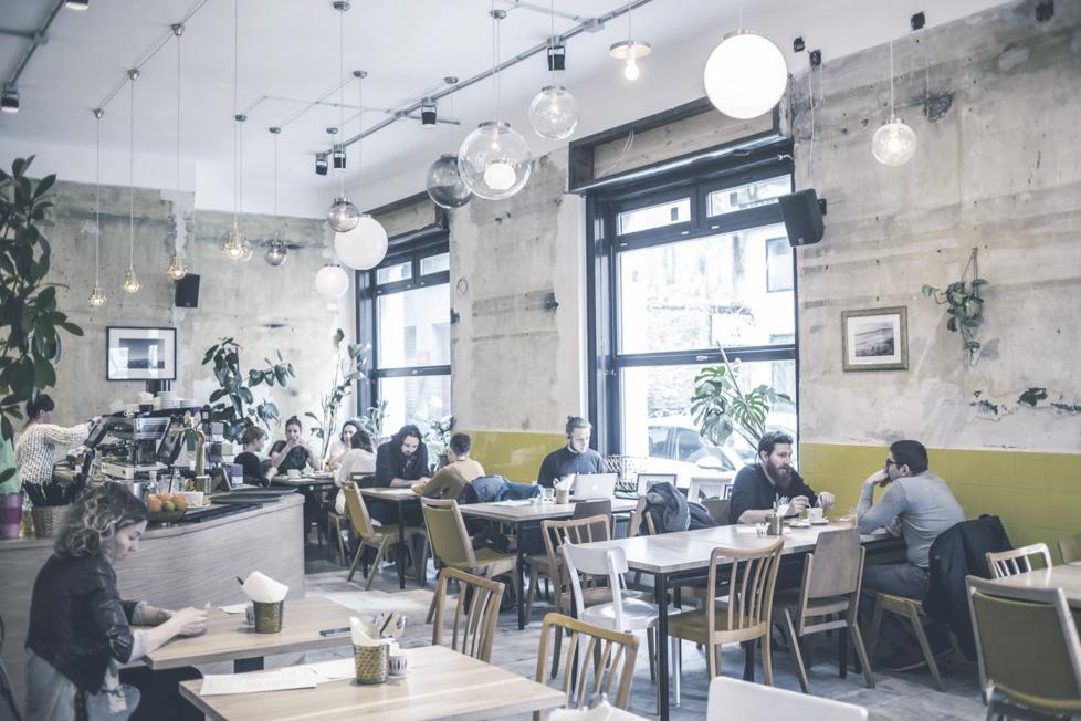 DOBRUMBA  Barátságos kis mediterrán étterem vár fantasztikus ételeivel és hangulatával a Dob és a Rumbach Sebestyén utca sarkán.    Térkép  |  Facebook  | Árak: $