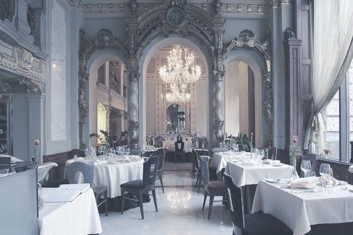 SALON RESTAURANT  Ahol a kora 20. századi elegancia találkozik a modern belsőépítészettel. Hagyományos magyar ízek újragondolva,a menü minden ételénél.    Térkép  |  Honlap
