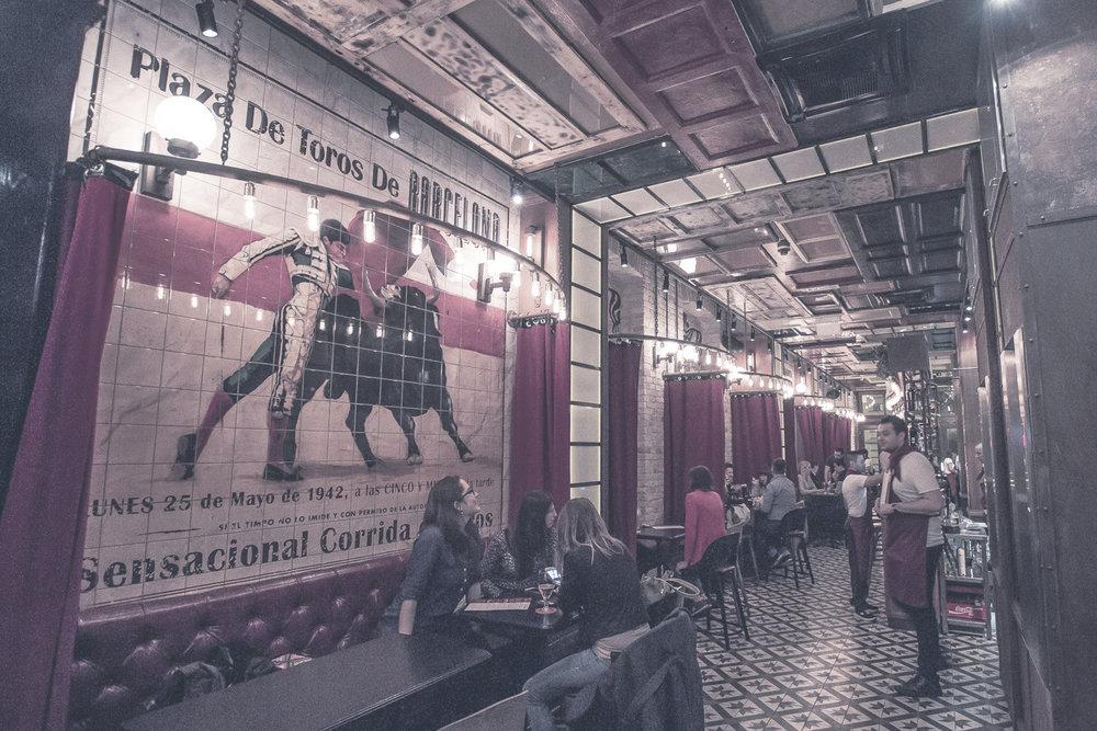 VICKY BARCELONA  Barcelona élettel teli varázsa a Gozsdu udvarban. Tapas bár autentikus spanyol hangulattal és az Ibériai-félsziget étel- és italkínálatával.    Térkép  |  Facebook  | Árak: $$