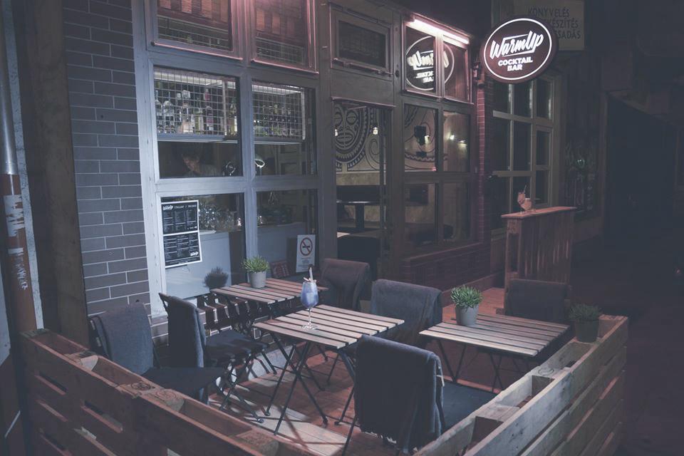 WARMUP COCKTAIL BAR  Budapest bulinegyedének origójában nincs két egyforma koktél - mert azok mindig a vendég szájíze szerint készülnek.    Térkép  |  Honlap  |  Facebook  | Árak: $$