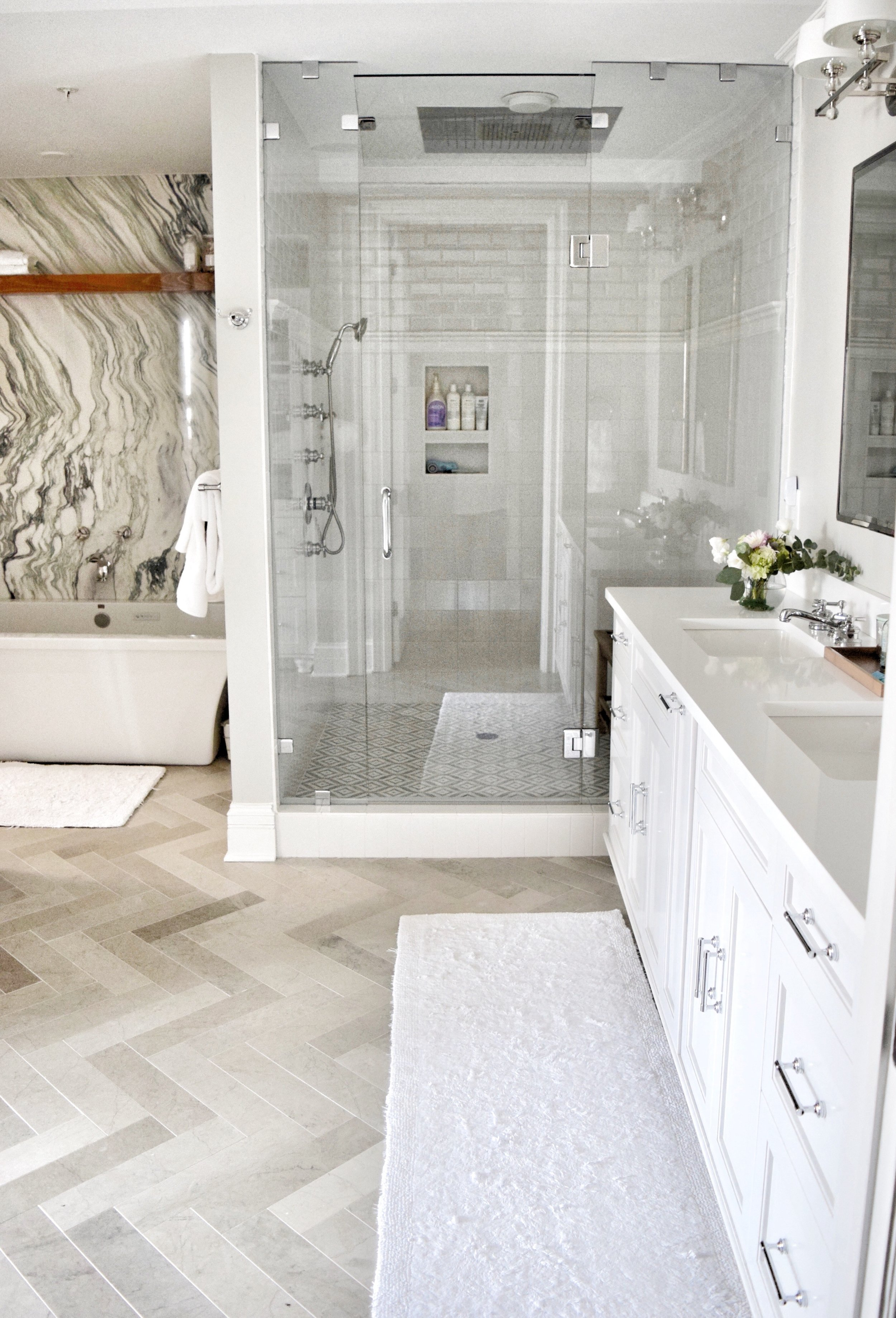 Bright White Master Bathroom - Marble Slab Behind Tub - Bianco Ondulare - #mywalkerzanger