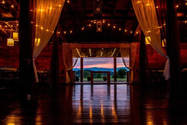 Airbnb - Hudson Valley Wedding Barn