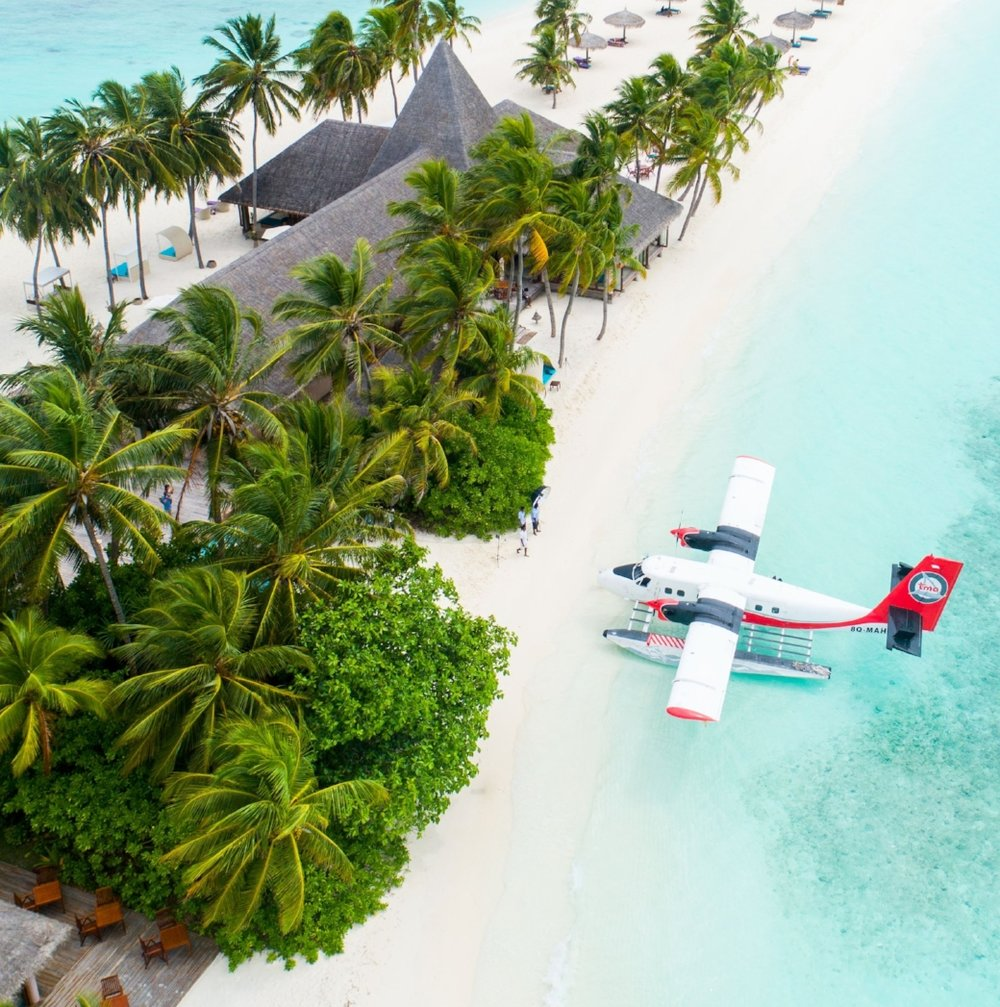 Plane-On-a-Beach-Andrew-Roby-Events.jpg