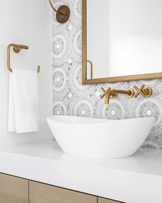 A refined and refreshing bathroom from @lindyegalloway . The perfect balance of clean, modern, vintage and interesting!⠀⠀⠀⠀⠀ —⠀⠀⠀⠀⠀ Interior Design: @lindyegalloway  Photography: @chadmellon —⠀ #lindyegallowayinteriors #apartmenttherapy #homewithrue #theeverygirlathome #mynesthome #myhousebeautiful #greigetextiles #neutraldecor #ckstyleaccordingly #abmathome #interiorinspiration #decorinspiration #homebeautiful
