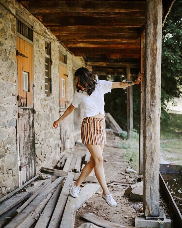 Fashion should be fun! Stop taking your clothes so seriously and wear something adventurous. . . . pc @karamccurdy top: @neothreadco skirt: second hand from @silkroll shoes: old af @converse #sustainablefashion #secondhand #thriftstorefinds #adventures