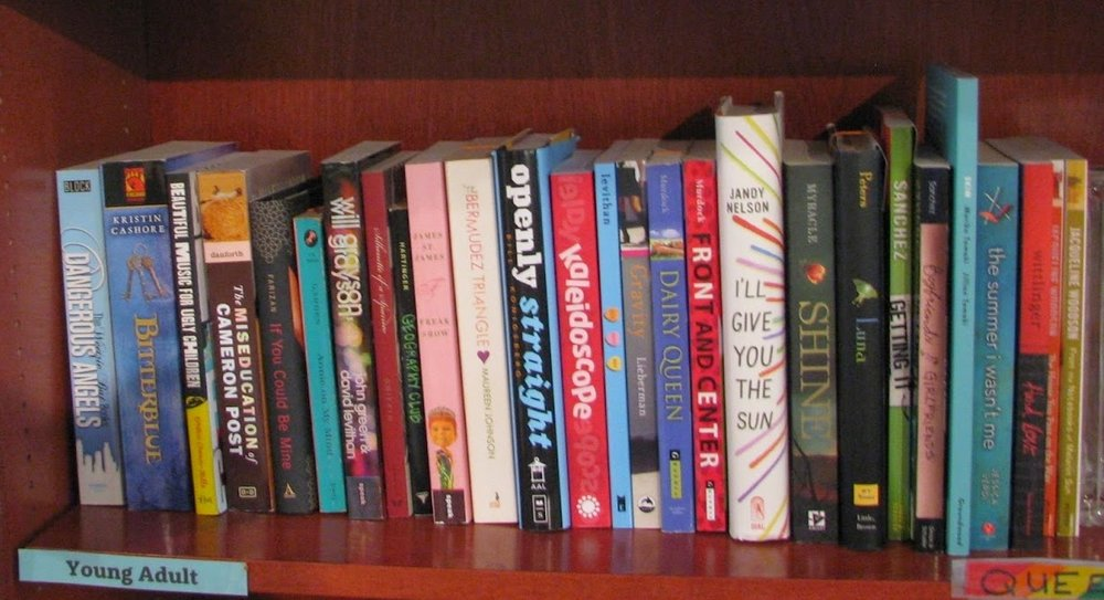 quiltbag book shelf.jpg