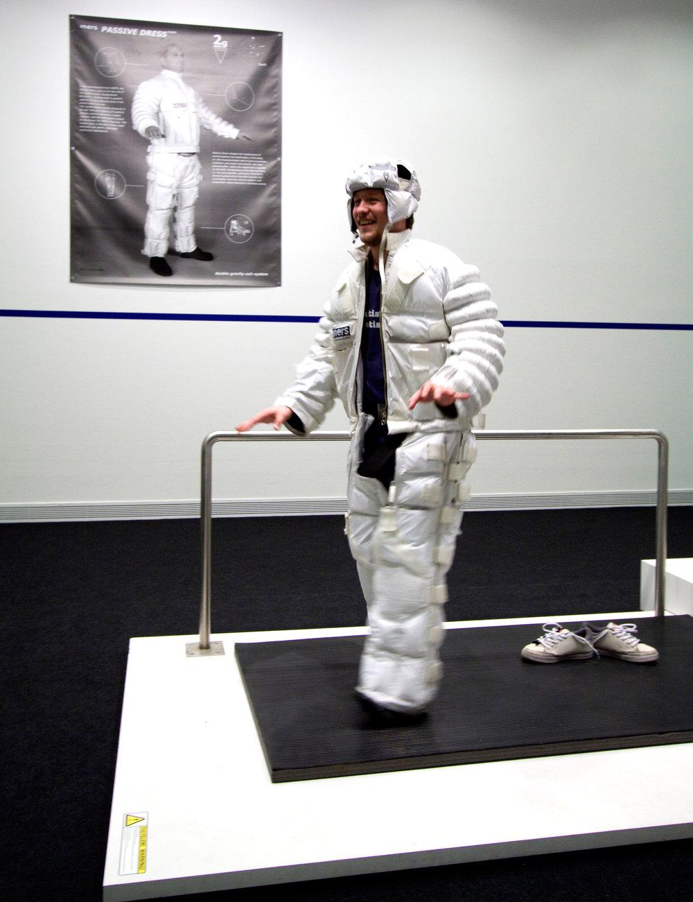 Passive Dress 2005, double gravity suit