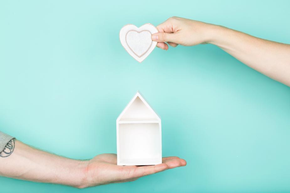 002 hands-heart-house_925x.jpg