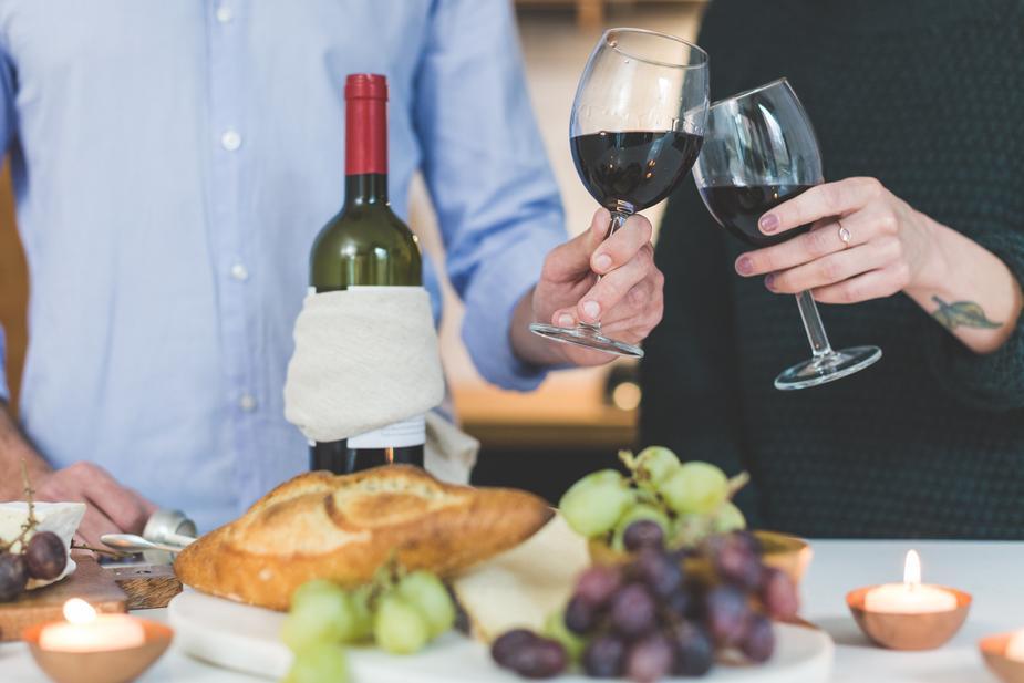 004 cheers-wine-and-cheese_925x.jpg