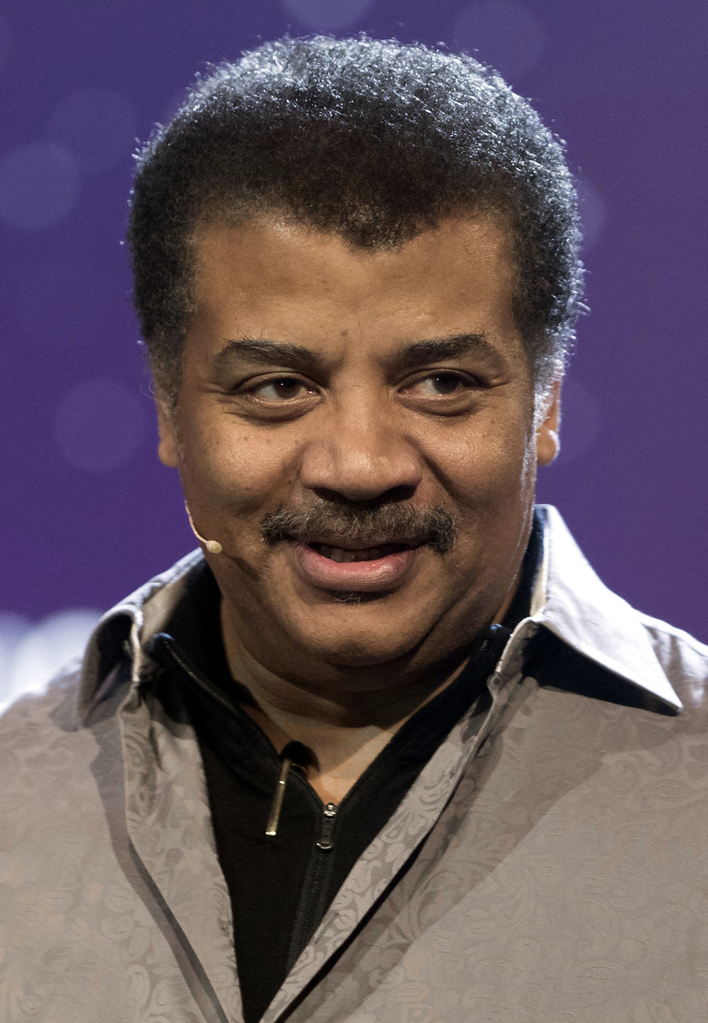 Neil_deGrasse_Tyson_in_June_2017_(cropped).jpg