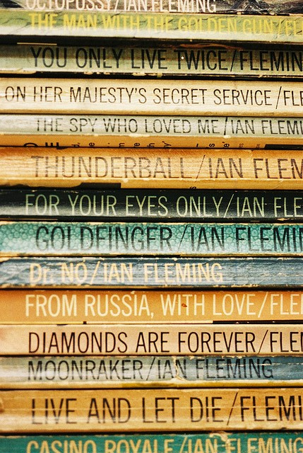 114 Fleming's_paperback_Bonds.jpg