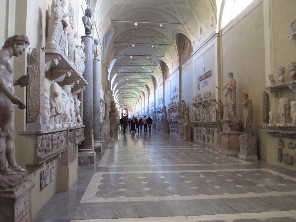 OB11 hall of statues (Vatican Musuem).JPG