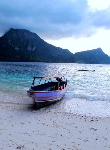 115JQ33 Ora Beach 9c3d59049922bab6441497aa88d88c6d--maluku-islands-indonesia.jpg