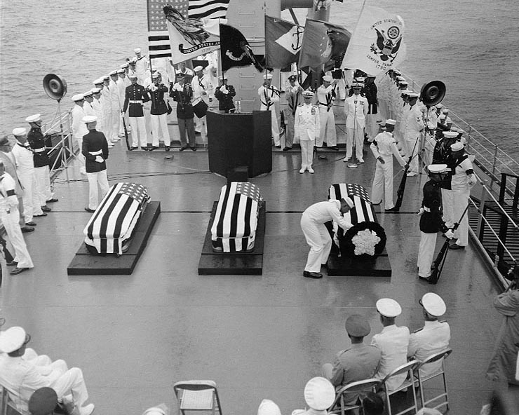 104 Unknown_Serviceman_ceremony_aboard_USS_Canberra_(CAG-2)_on_26_May_1958_(NH_54118).jpg