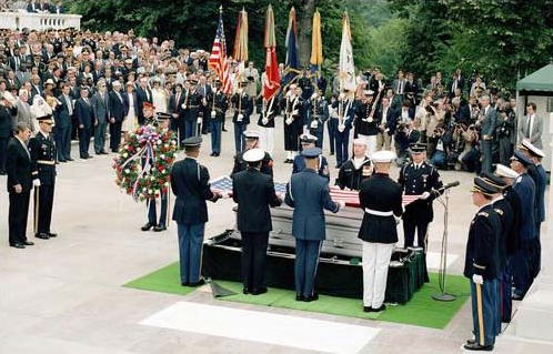 104 President_Reagan_during_int104 erment_ceremony_for_Unknown_Serviceman_of_Vietnam_Era_at_Tomb_of_Unknowns,_Arlington_National_Cemetery,_May_28,_1984.jpg