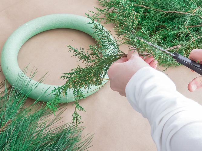 DIY Christmas Wreath 2.jpg