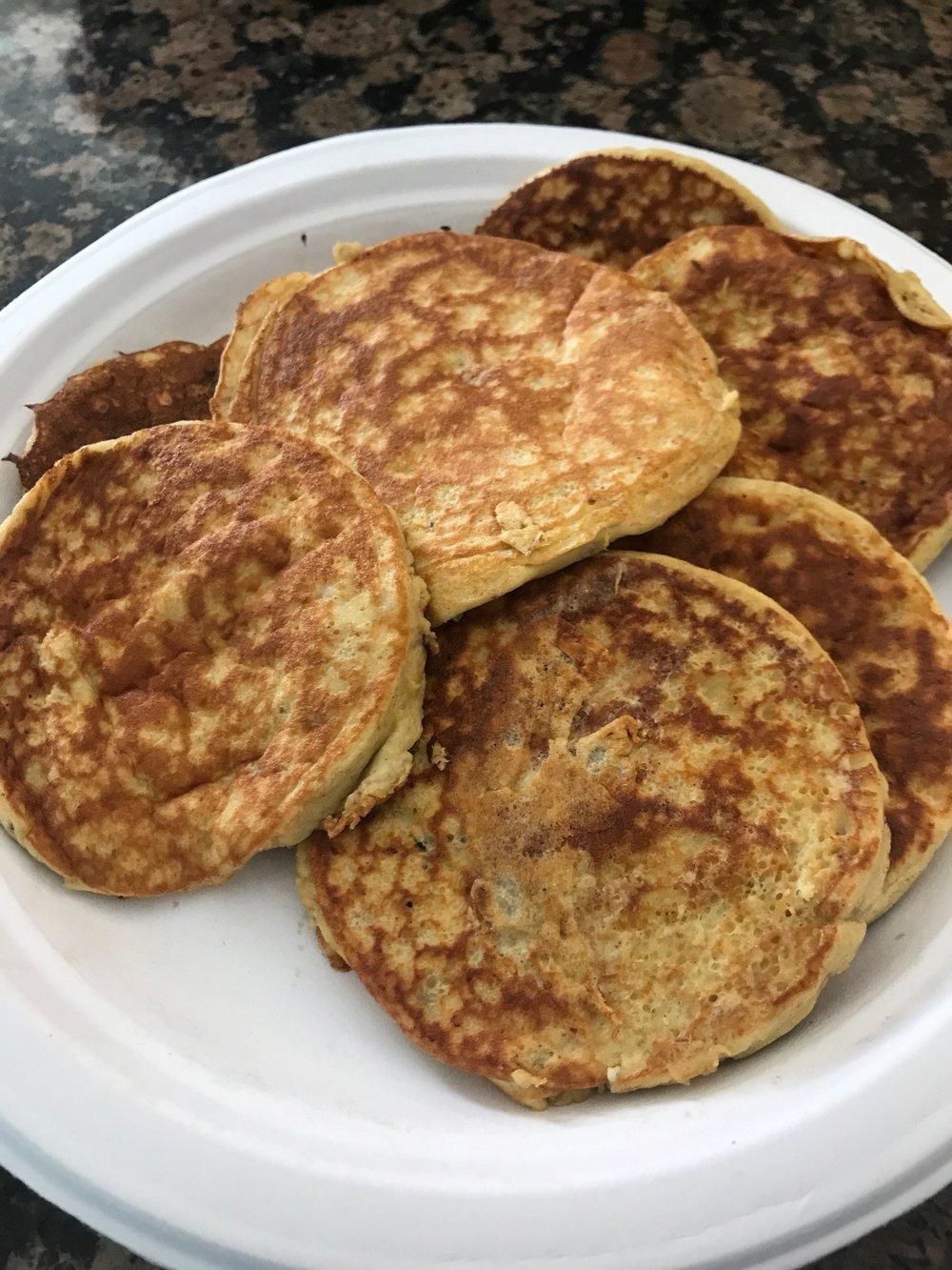 BANANA PROTEIN PANCAKES, RECIPE AT: http://willowbirdbaking.com/2015/01/20/four-ingredient-protein-pancakes-16-simple-healthy-meals/
