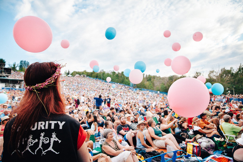Edmonton-Folk-Music-Festival-EFMF-Balloons-Crowd-Photo.jpg