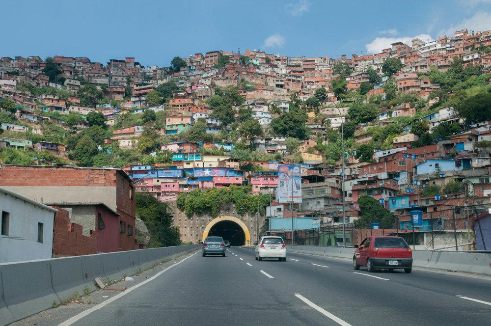 Slums_in_Venezuela,_Caracas.jpg
