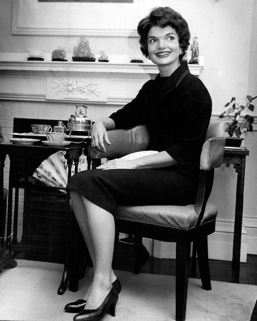 jacqueline-kennedy-sitting-pretty-retro-images-archive.jpg