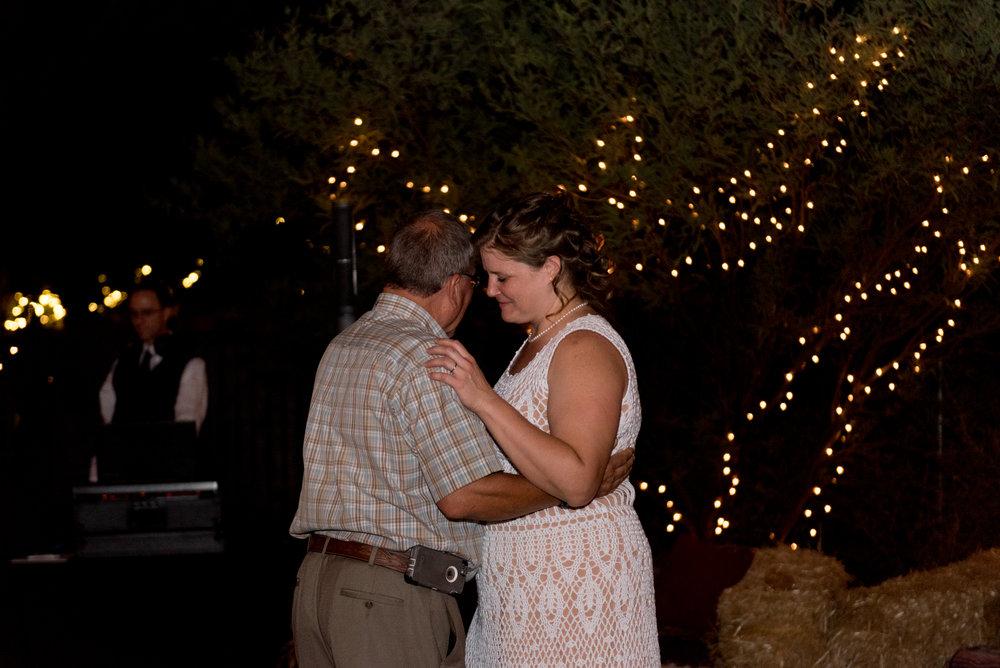 Small backyard wedding: Dancing
