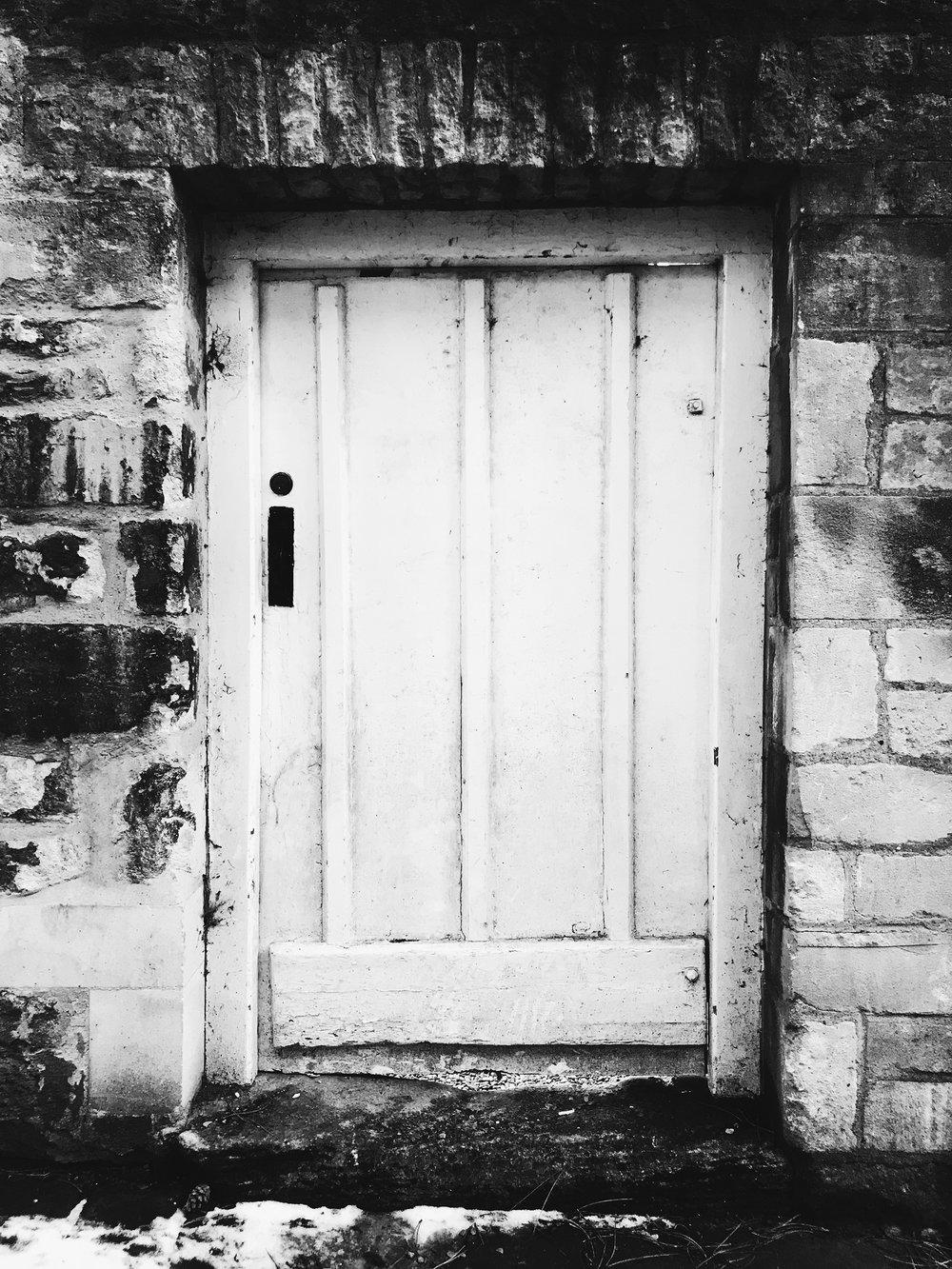 DOOR VI