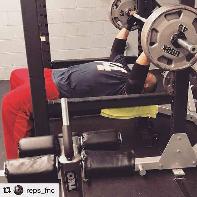 #Repost @reps_fnc ・・・ Competition on the Bench Press and Row Machine... Challenge your P.R. 💪🔥