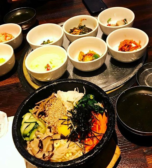 Our bibimbob has just the right amount of... pretty much e v e r y t h i n g! Tasty #veggies, chopped #beef, #egg, and so many addictive flavors served #sizzling hot ready to mix! 📷: @antwone_b 😍 #surahkoreanbbq #surah #buenapark
