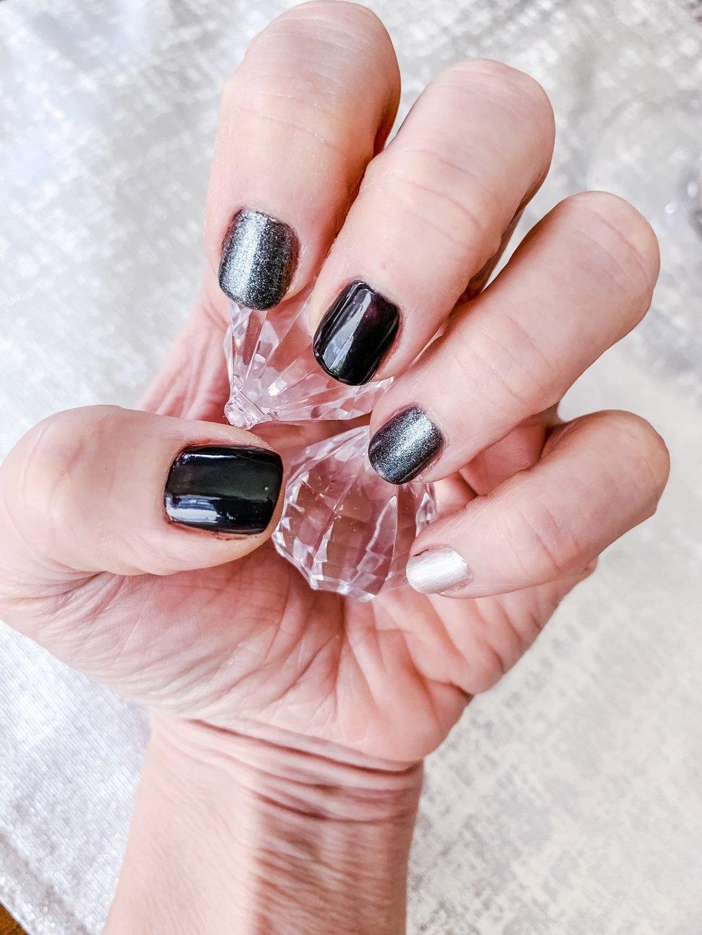 3 color gray manicure