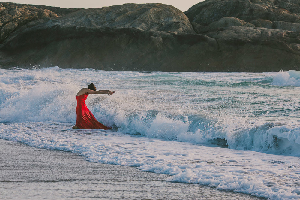 Fire and water - portrait of a lady and the waves of the ocean