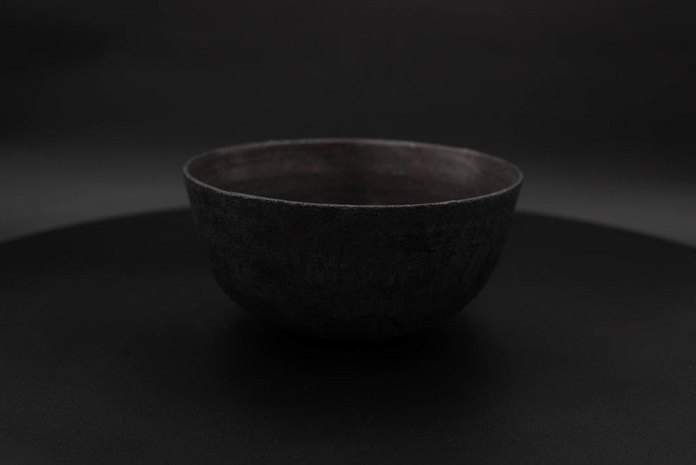 E3 | Medium Bowl - Glaze: Black on BlackMaterials: ClayØ 19cm x 9.3cm | Ø 7.5
