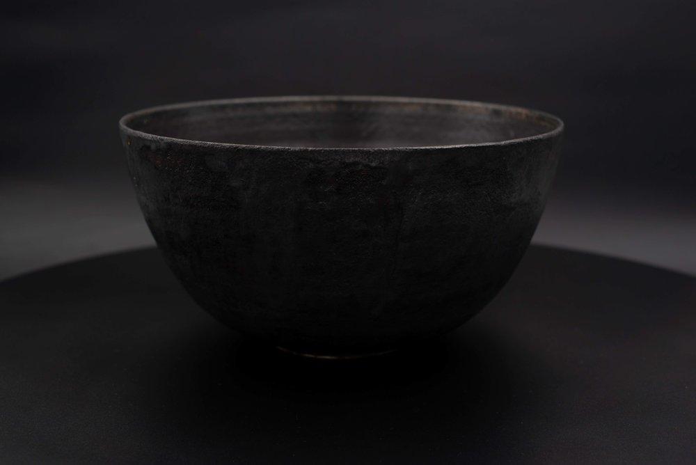 E4 | Large Bowl - Glaze: black on blackMaterials: ClayØ 26cm x 13cm | Ø10.2