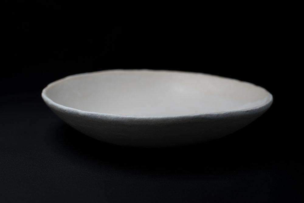 E7 | Deep Plate - Glaze: white on whiteMaterials: ClayØ 24 cm x 5cm | Ø 9.5
