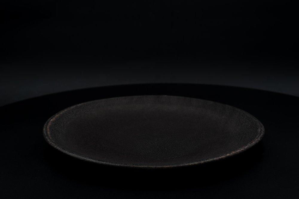 E8|Large Plate - Glaze: Black on BlackMaterials: ClayØ 29cm x 2.3cm | Ø 11.4