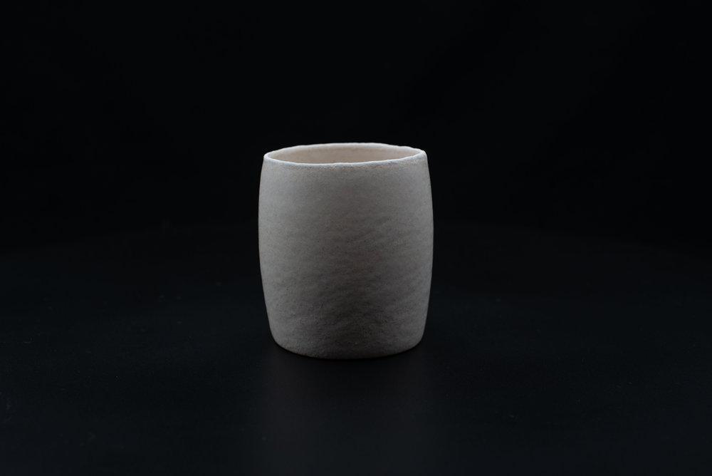 E9 | Tumbler - Glaze: white on whiteMaterials: ClayØ 9,5cm x 10cm | Ø 3.54