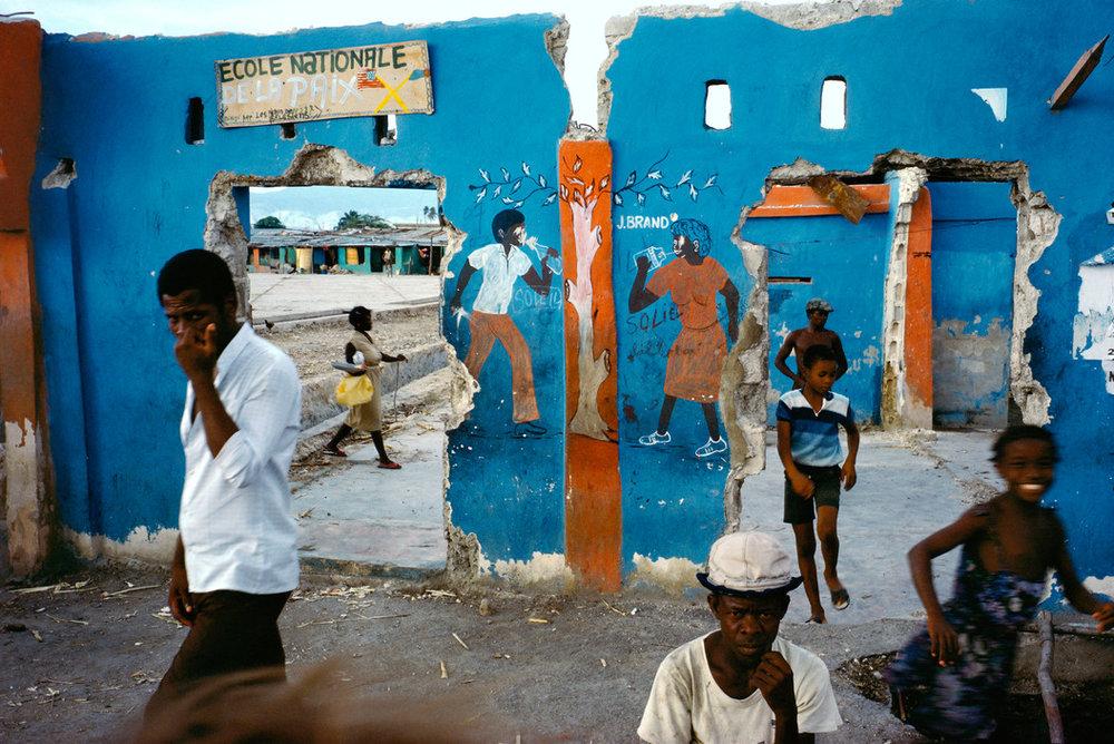 HAITI. Cite Soleil. 1986. © Alex Webb/Magnum Photos