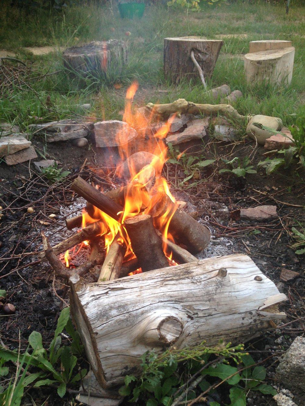Prachtig, hartverwarmend vuurtje in de tuin van vrienden in Ringwood, Engeland, tijdens de voorbije vakantie.