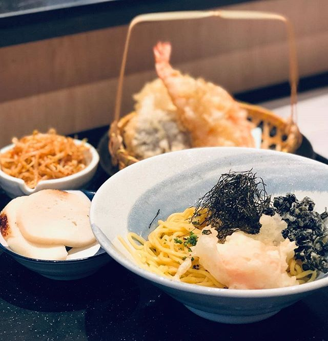 Chilled Yuzu Ramen, marinated spicy bean sprouts, and scallop-fish cake, - proudly made from scratch from noodle to fish cake! 💪🏻 | 🍜 Fresh yuzu is kneaded into the noodle dough, infusing it with its tart flavour. When this dish is served, it is tossed in a citrusy house-blend of soy and white ponzu, which adds a further layer of acidity to the dish.🍋 (photo by @huinanlim) #sumobarhappy