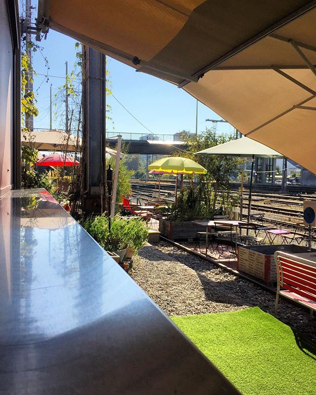 What are your plans for today?  Visit us and enjoy this beautiful octoberday with ☀️&🍻&🍕 😋😎😋😎 - - - #basel #ilgiardinourbano #sunny #october #urban #garden #bar #beautifulday #pizza #beer #wine #happiness #stellwerk #bahnhof #stjohann #station #railstation #baselswizz #baselswitzerland #basel_ig #lovebasel #visitbasel #baselstadt #baselcity #barfiland #bazinstabale #blickheimat #myswitzerland #dreiländereck